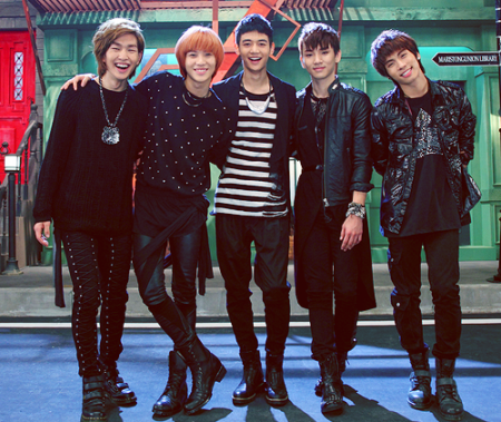 SHINee+HELLO.png